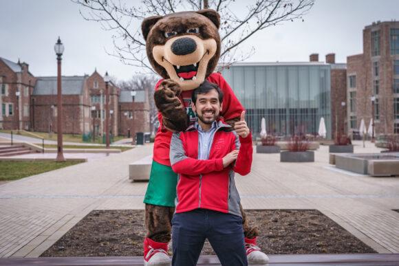 Victor Thomas with the WashU Bear mascot